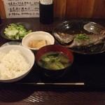 丸一伊澤水産 - 煮魚定食(800円)