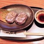 一石庵 - 黒米餅。甘じょっぱいタレで頂きます。