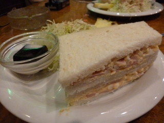 明日香 飾磨店 - サンドイッチ大きいです
