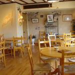 ブランパン - 併設のカフェでは、朝食やランチも楽しめます