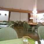 ベーカリーカフェ 江戸屋 - カフェの席