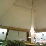 ベーカリーカフェ 江戸屋 - 高~い、三角天井