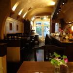 カフェ・デ・プリマベーラ - 煤けた漆喰がいい感じになっています