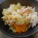 KikiZakeダイニング志喜 - よく混ぜてからお茶碗へよそります