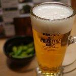 炭火串焼 鳥銀 - ビールはサントリープレミアムモルツ、お通しは枝豆