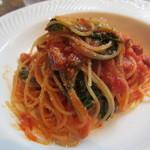 16358164 - ベーコンと本日の鎌倉野菜のフェデリーニ マトリチャーナ