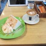 グッドモーニングカフェ - ケーキとカプチーノ