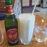 Himalayan - グルカビールとプレーンラッシー
