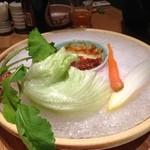 16360062 - 野菜がたくさん入ってたであろうお皿。下はぜんぶ氷です。なかなか溶けない。
