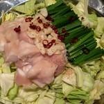 菜な - もつ鍋。醤油味と味噌の2種類でこれは醤油。