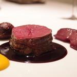 Dec, 2012 蝦夷鹿モモ肉の岩塩包み焼き カボチャのピューレ 5種ベリー・ヴィネガーソース