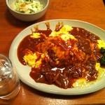 16367484 - オムハヤシ890円 サラダ&野菜スープがつきます。