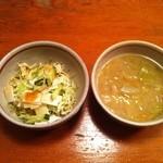 16367485 - オムハヤシ890円 サラダ&野菜スープがつきます。