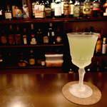 Bar 羽月 - ジンとシャルトリューズで作る「アラスカ」度数は強いが、薬草の香りが心地よい