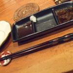 和牛焼肉 布上 - たれは、ポン酢(大根おろし付)と、塩、特製醤油ダレ