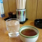 16370860 - お冷とお茶、両方出してくれました