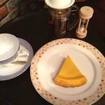 カフェ ジータ - カボチャのチーズケーキとアップルティー
