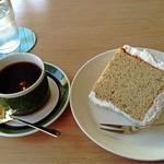 16377769 - シフォンケーキとブレントコーヒー