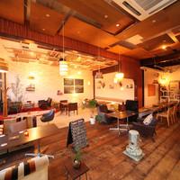 IZACAFE coo-kai? - ユーズド家具に囲まれたぬくもり感のある開放的な空間。