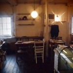 ビオン ハグカフェ - 沖縄の外人住宅を思い出します。