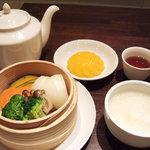 HongKong Style Cafe&Bar 白 - ヘルシー蒸し野菜ランチ