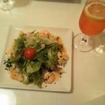 ラ・コロンバ - 前菜:魚介のマリネ、飲み物はカンパリソーダです。