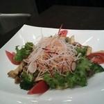 びわね - たっぷり茸と生野菜の温サラダ 892円