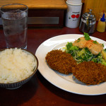 1.2.さんきち - メンチカツサラダ、ご飯、味噌汁で780円
