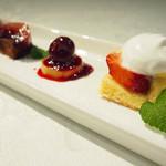 クリスティーズ - イチゴとホワイトチョコレートのムース・生チョコと洋梨~コンポートダークチェリーのソース~