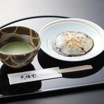 吉野本葛 天極堂 - 作りたてでしか味わえない絶品の葛餅。本場で味わうぷるぷるとろりは極上の口福です。