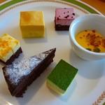 川崎日航ホテル カフェレストラン「ナトゥーラ」 - 取り皿に取った料理