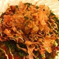 楽 - 山芋のお好み焼き。仕上げにチーズがとろ~り!