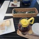 フレンド - チーズケーキとラフランスヨーグルト☆アールグレーの紅茶☆
