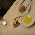 16393807 - 激うまパンとバターとオリーブオイル。誰か止めてー!