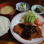 つるみ - 料理写真:今日の日替わりチキンカツ定食です。これで500円はスゴイ!