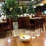 金比羅うどん - 座敷とテーブル席があります。