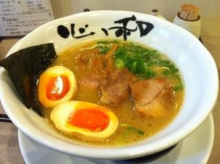 心ゝ和 - H.24.12.16.昼 豚骨ラーメン+煮たまご=800円