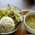 BOUNO参丁目 - ポテサラ入りの野菜サラダとスープ