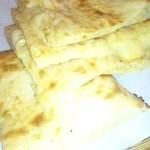 タージ・マハル - チーズナンはチーズたっぷりで美味しいです。