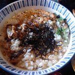 京風酒菜 釜ん座 - うな茶漬けアップ(わさび・海苔投入後)