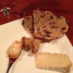 バール カイ - チーズ盛り合わせ(エポワスとブリードモー)