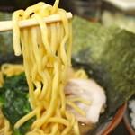 大黒家 - 中太麺 アップ