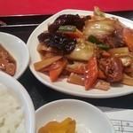 16408218 - 豚バラ肉と野菜炒め定食は日替わり(≧▽≦)(月)