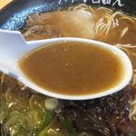 ラーメン 自由人 - スープ