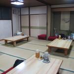 盛京亭 - 奥には大宴会のできそうな広い座敷が。