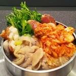 三福源 - キムチもつ鍋(980円) 冬限定の一人用「火鍋」です。