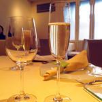祇園 キャレドミュー - 乾杯のスパークリングワイン