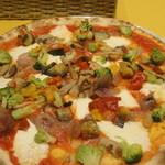 ロマンツァ - オルトラーナ。ローマ風のピッツァで、トマトソース味