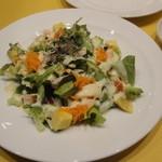 ロマンツァ - ランチAコース(1500円)のサラダ。スープとどちらかを選べます