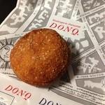 DONQ - とろけるチーズのカレーパン(231円)